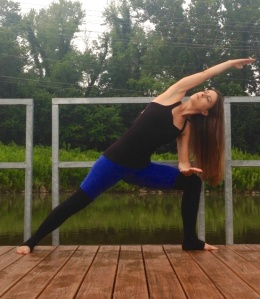 Extended Side Angle pose to energize and wake you up during your yoga morning yoga session